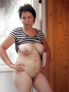 Slutty mature women naked pics from home cameras