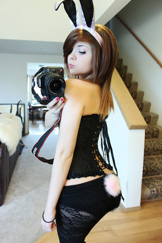 Cute green-eyed emo teen girl erotic pics