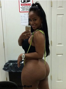 Black women in tight tights .. naked selfie