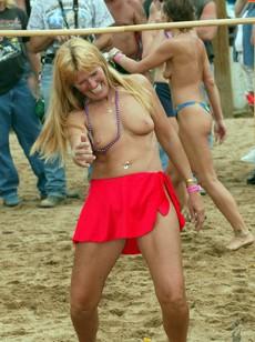 Naked 50yo Moms without panties, German..