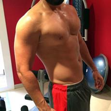 Nude athlete takes hot selfies