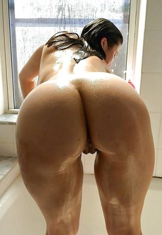 Amateur Naked BBWs view their big ass in doggy..