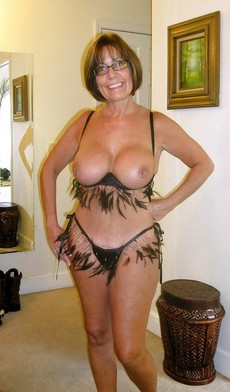 Nude middle-aged women pictures from private..