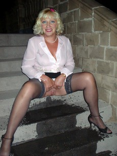 Freaky mature women pissing in outdoor in this..