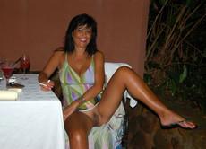 Ladies wear no panties upskirt. Amateur nude..