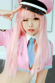 Japanese girl-emo dyed his hair in the bright..