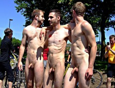 Public CFNM, Naked guys naturists