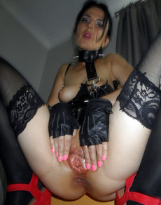 Curvy mature mom in fetish clothes exposing her..