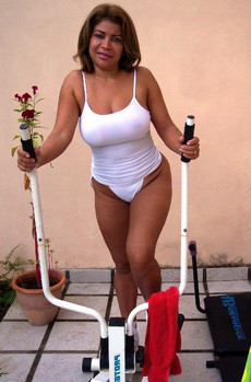 Busty mature woman addictive fitness bares her..