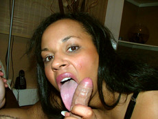 Black chick selfshoots in shower