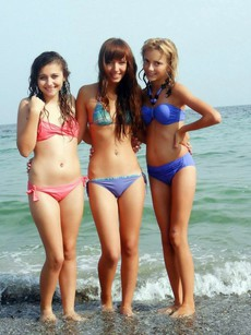 Beach bikini, sexy teens on the beach, topless,..