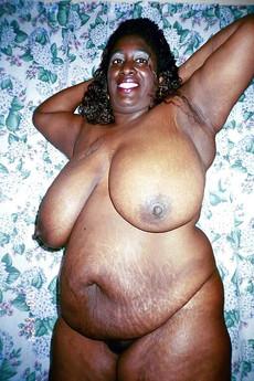 Lush and luxurious ebony lady exposing her..