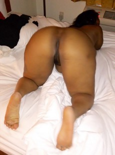 This thick fat mom has incredible size brown ass..
