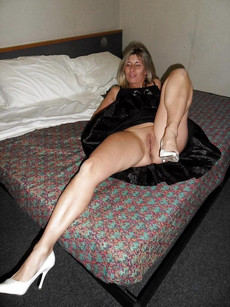 Hot housewives spreading their legs and expose..