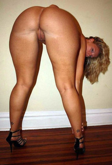 Hot amateur women showing their great round..