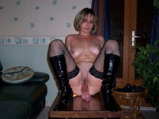 Beddable mature play with dildo in these amateur..