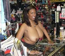 I like thick and juicy mature mom, big black..