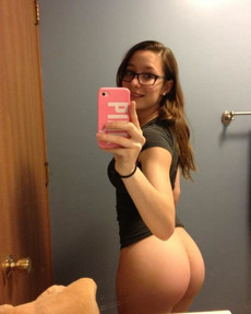 Selfshot her ass! Nude ass selfies in front of..
