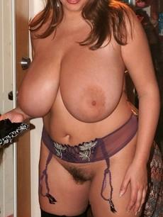 Lovely brunette in hot homemade pic.