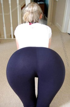 Hot girl in Yoga Pants!.