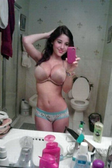 No panties, young pussy selfies