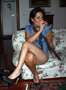 Homemade porn - hot short haired mature cougar..