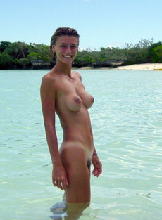 Amateur slim girlfriend with nice tits on the..